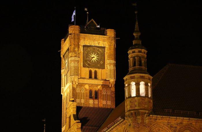 UM Toruń:                      Zebrali tony makulatury
