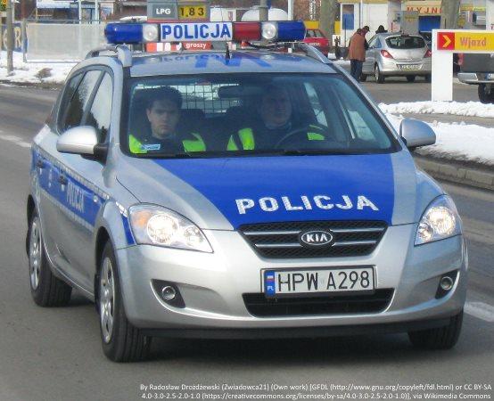 Policja Toruń: Próbowali pozbyć się narkotyków oknem
