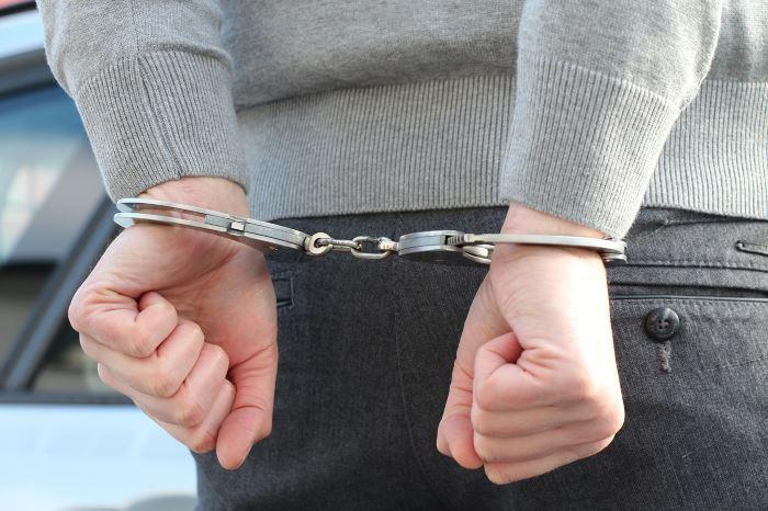 Policja Toruń: Kryminalni  ze Śródmieścia zatrzymali włamywacza recydywistę