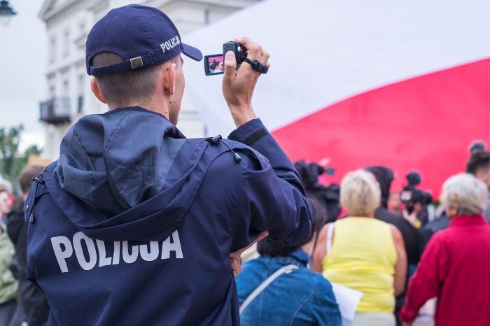 Policja Toruń: Ukradli swojemu współbiesiadnikowi  samochód